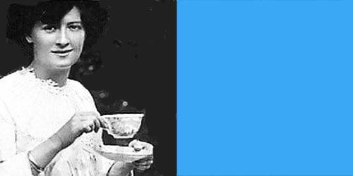 vrouw met theekop: goed schrijven is als thee zetten